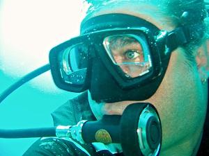 Die Unterwasserwelt genießen – eine Tauchmaske mit optischen Werten aus dem Brillenladen macht es möglich.